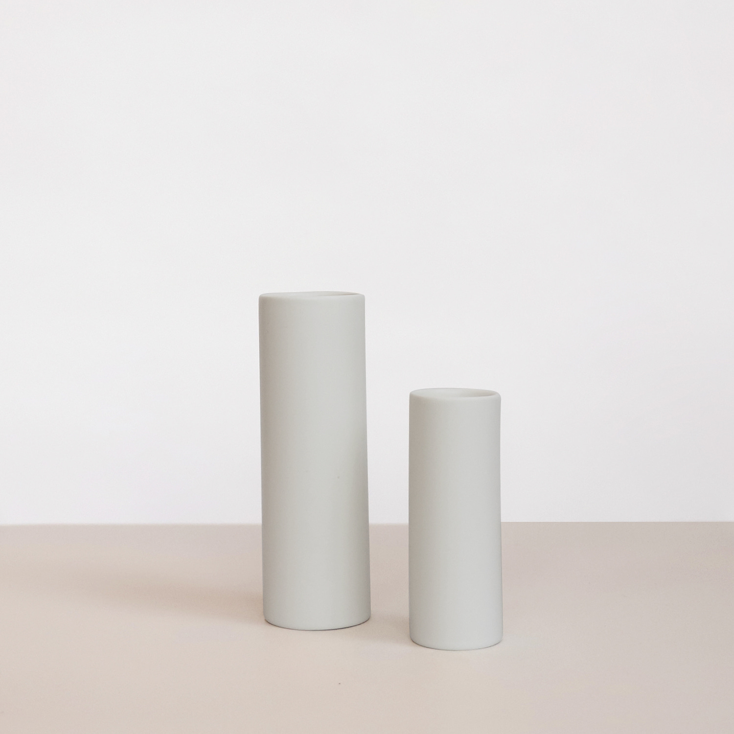 Oblique vase_ Light Gray